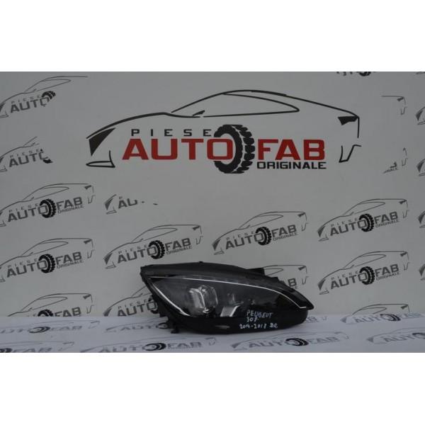 Far dreapta Peugeot 308 an 2014-2018 COD 9677832380-01